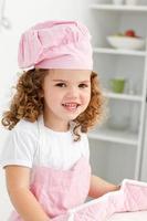 porträtt av en söt flicka som bär hatt och handskar foto