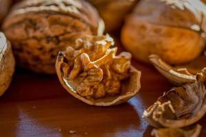 valnötter närbild foto