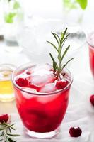 tranbär, rosmarin, gin fizz, cocktail foto