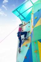 flicka klättring foto