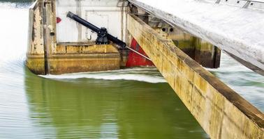 dam hydralics på nära håll foto