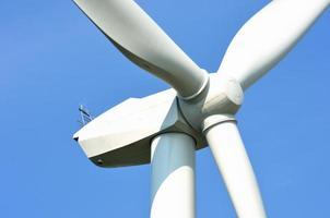 vindkraftverk på nära håll foto