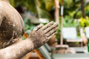 närbild hand skulptur
