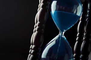 närbild av timglas foto