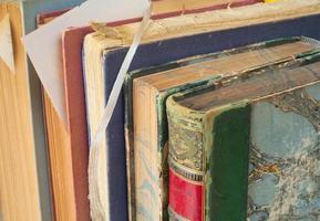 vintage böcker på nära håll foto