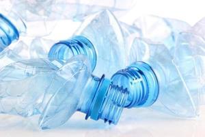 plastflaska på nära håll foto