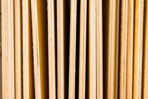 plywoodskivor på nära håll foto