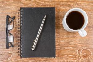 anteckningsbok på bordet