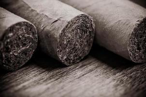 cigarrer på nära håll foto