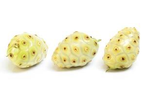 exotisk frukt - noni frukt foto