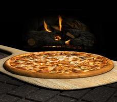 vedeldad pizza foto