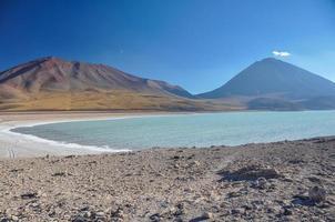 vulkan licancabur med vackra landskap av sur lipez, söder b foto