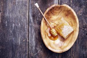 honungskaka och skopa foto