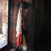 interiörer i buddhistkloster, circa maj 2011, ladakh, Indien foto