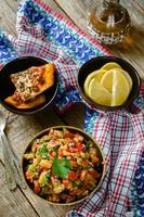sallad med rostad aubergine och paprika