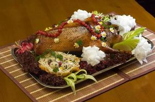 maträtt med stekt anka och grönsaker