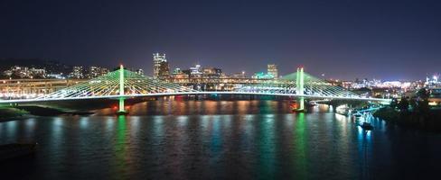 Tilikum korsar Portland Oregon nybro konstruktion willamette