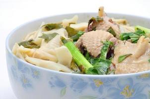 bulle mang vit eller ris vermicelli bambuskott och anka foto