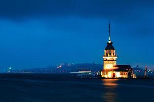 jungfru tornet på natten. foto