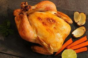 hel rostad kyckling för tacksägelse och jul foto