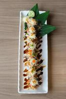sushirulle maki - japansk mat foto