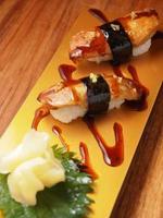 foie gras nigiri, japansk sushimatstil foto