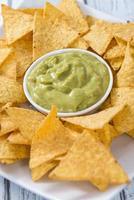 del av nachos (med guacamole) foto