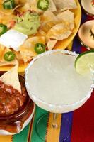 margarita och nachos foto