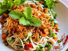 kryddig ris vermicelli sallad