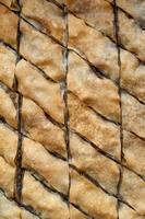 baklava, turkisk efterrätt gjord av tunn bakelse, nötter och honung. foto