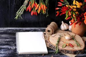 kryddor och örter anteckningsbok för recept foto