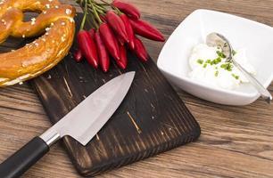 kringlakniv och chili foto