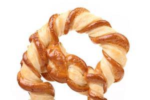färskt pretzel bakad. foto