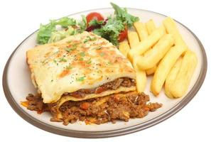 lasagne och chips foto