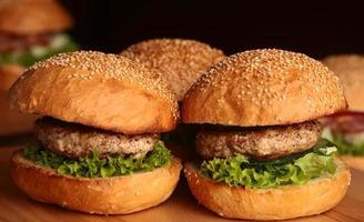 stora hamburgare med kotlett