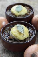 fransk löksoppa. foto