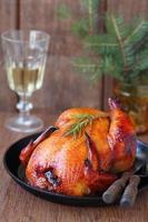 stekt kyckling ett nytt år dekorationer foto