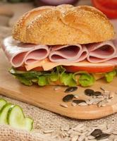 skinka och chessesmörgås foto