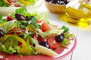 hälsosam grönsak färsk organisk sallad foto