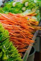 marknaden morötter foto