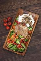 grisköttbiff med garnering