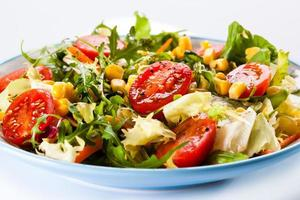 hälsosam kost - grönsakssallad foto