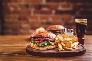 hemgjorda hamburgare foto