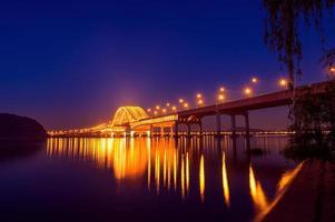 banghwa bridge på natten i seoul foto