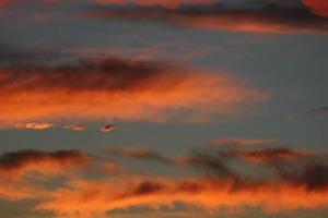 moln i solnedgången foto