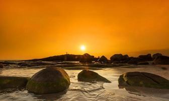 silhuett före solnedgången foto