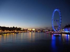 London vid solnedgången foto