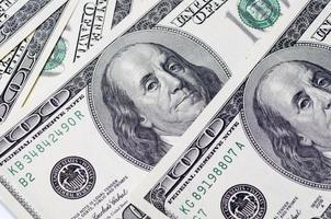 hög med dollar i USA foto