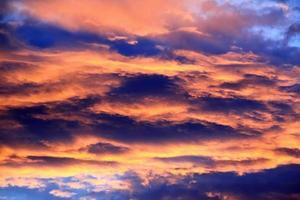 vackra färger solnedgångshimmel. foto