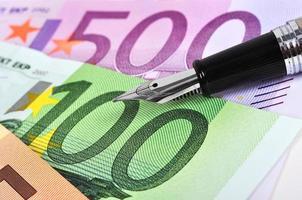 euro och bläckpenna foto